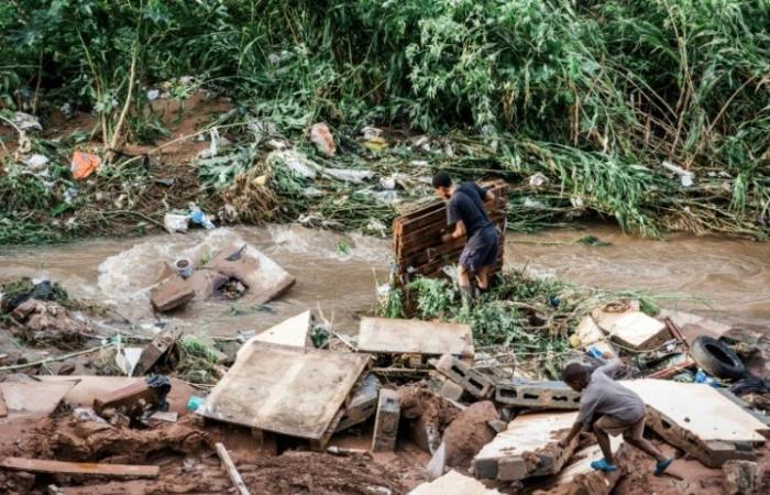 51 قتيلاً على الاقل في فيضانات جنوب أفريقيا