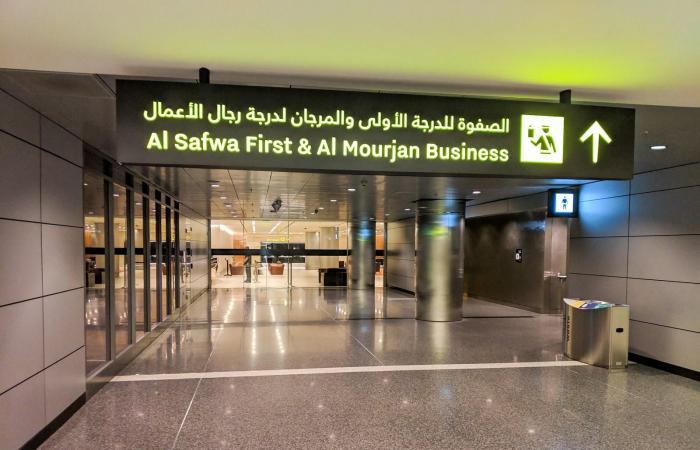 الخليح | فارغة بشكل مخيف.. صالات القادمين والجوازات بمطار الدوحة