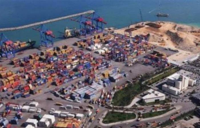 إضراب مرفأ بيروت.. خطوط الملاحة العالمية بخطر!