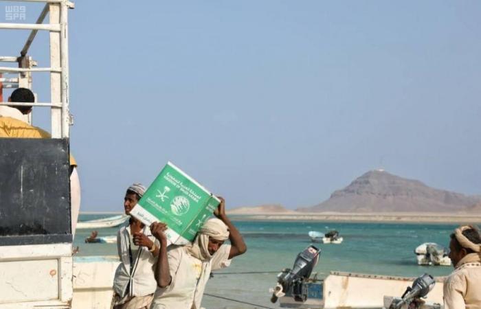 الخليح | مركز الملك سلمان للإغاثة يوزع 200 سلة غذائية في تعز