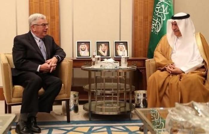 الخليح | الرياض.. سفير أميركا يسلم نسخة من أوراق اعتماده للعساف