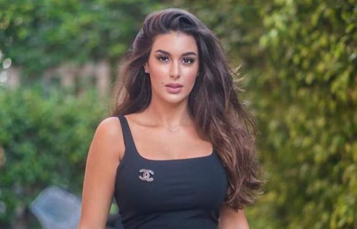 ممثلة مصرية تشعل المواقع بفستانها.. تعليقات صادمة (صورة)