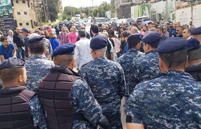 """القوى الأمنية تمنع المواطنين من دخول كنيسة """"سانت تريز"""" في المنصورية"""