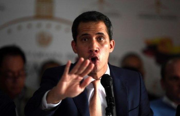 """غوايدو يتهم نظام مادورو بـ""""تفكيك"""" الجمعية الوطنية"""