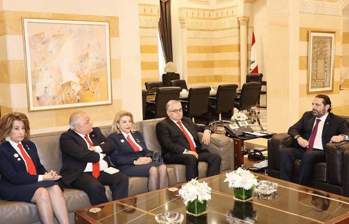 """الحريري اطلع من """"الصليب الأحمر"""" على حملتها المالية السنوية"""