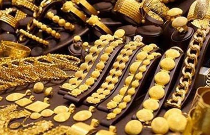 أسعار الذهب تستقر قرب أعلى مستوى في شهر