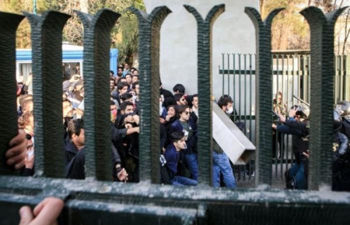 توقيف نحو عشرة مضربين عن العمل في إيران