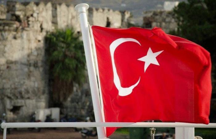 السفارة التركية تلتزم الإقفال وتنكس العلم حدادًا