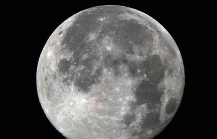ترامب يدعم وصول 'أول إمرأة' إلى القمر