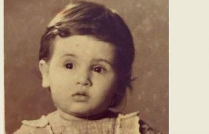 هذه الطفلة أصبحت نجمة حسناء اليوم.. خمنوا من هي؟