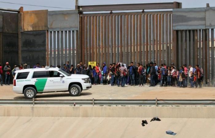 البنتاغون قد يرسل خيامًا لإيواء المهاجرين عند الحدود مع المكسيك