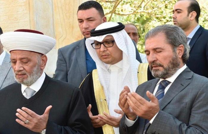 بخاري يزور ضريح المفتي الشهيد حسن خالد