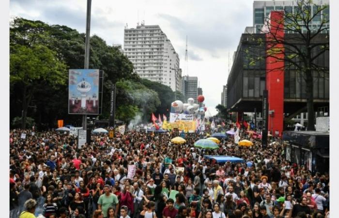 تظاهرات حاشدة في البرازيل دفاعا عن الجامعات المهددة باقتطاعات مالية
