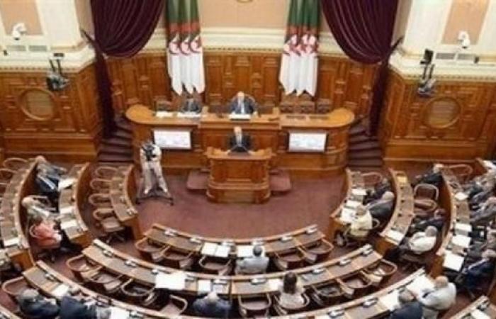 زعيم جبهة التحرير الجزائرية يدعو رئيس البرلمان للتنحي