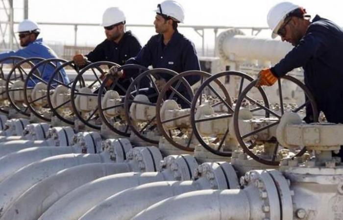'إكسون موبيل' تجلي العاملين الأجانب من حقل نفطي في العراق
