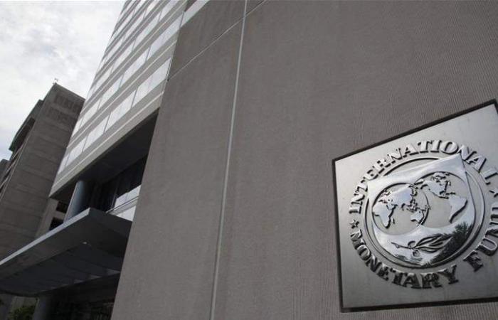 'النقد الدولي' يعلن تجميد العمل مع فنزويلا