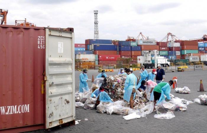 الفلبين تُعيد أطنان من النفايات إلى كندا بعد تهديدات الرئيس رودريغو دوتيرتي