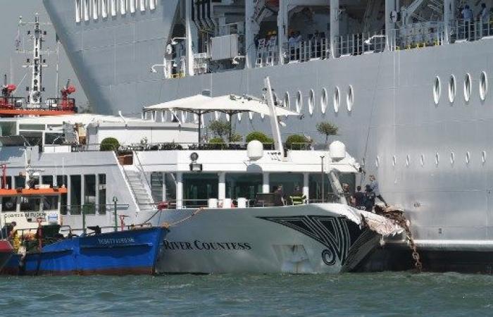 ذعر في البندقية إثر اصطدام سفينة سياحية برصيف المرفأ