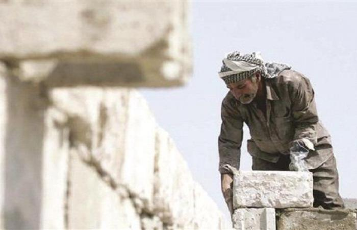 تفعيل قانون العمل يغلق مؤسسات يشغلها سوريون.