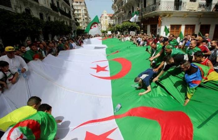 الجزائر.. الجيش يدعو لحوار جاد وبناء للإسراع بإيجاد حلول