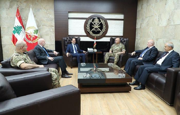 قائد الجيش عرض مع الجميّل الأوضاع العامة