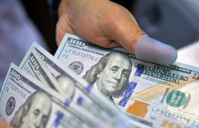 الدولار قرب أدنى مستوى في شهرين ونصف.. واليورو يرتفع لهذا المستوى