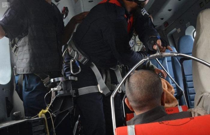 الخليح | شاهد..طيران الأمن ينقذ مسناً سقط من مرتفع عال في الطائف