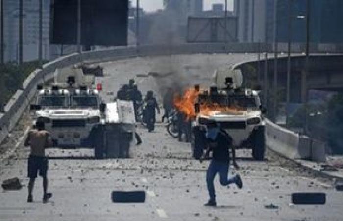 فنزويلا تعتقل 17 شخصًا وتتهمهم بمحاولة القيام بانقلاب ضد مادورو
