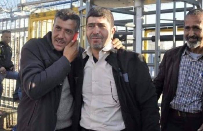 فلسطين | تخفيض مدة الاعتقال الإداري بحق الأسير المضرب جعفر عز الدين