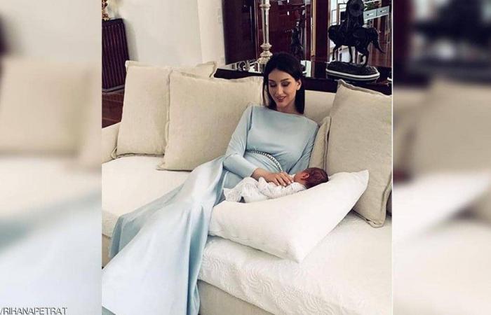 """ملكة جمال روسيا تتحدى ملك ماليزيا السابق بـ""""اختبار الأبوة"""""""