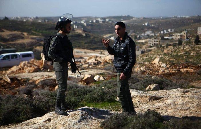 فلسطين   الاحتلال يجرف أراضي زراعية في البقعة شرق الخليل