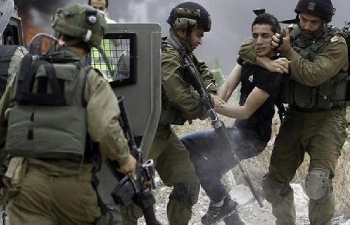 فلسطين | الاحتلال يعتقل (19) مواطناً من الضفة غالبيتهم من الأسرى المحررين