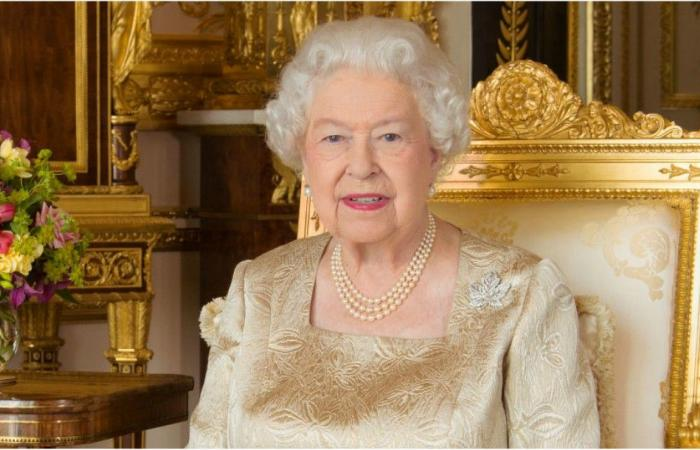 الملكة إليزابيث تُثير جدلا بسبب صور في القصر.. شاهدي!