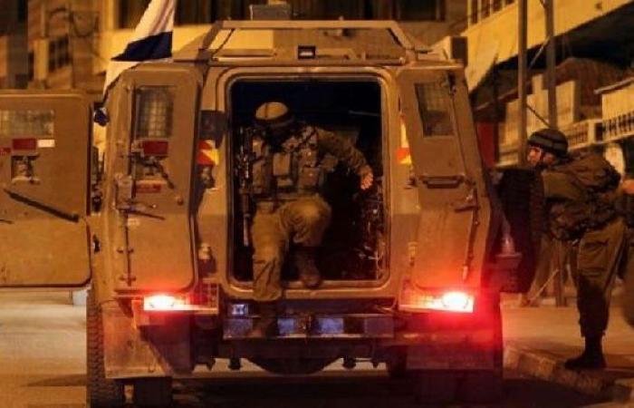 فلسطين   مداهمة منزل اسير محرر في سبسطية ومواجهات في بلاطة