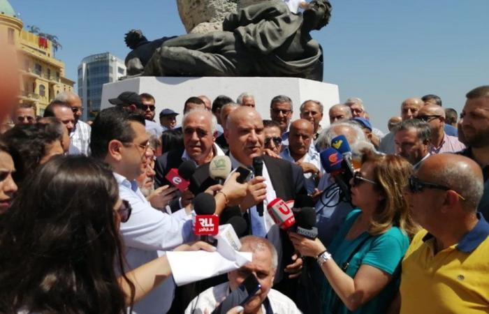 صحافيو لبنان يعتصمون: من العار أن يتخلى المسؤولون عن هذا القطاع