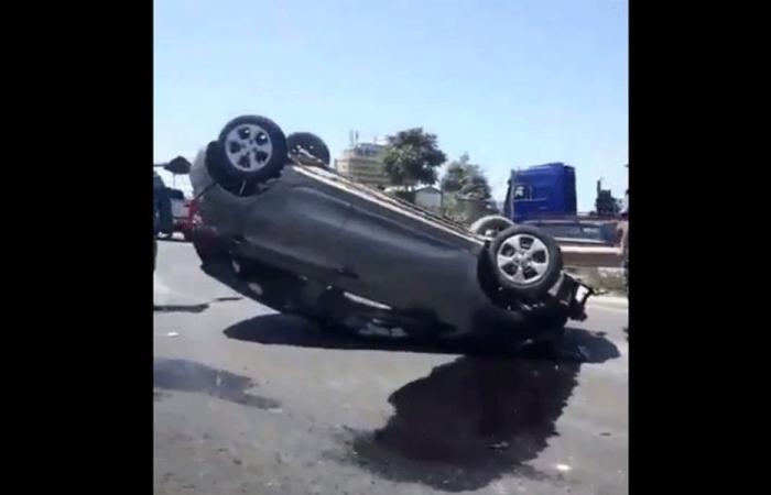جريح اثر إنقلاب سيارته على أوتوستراد الصفرا