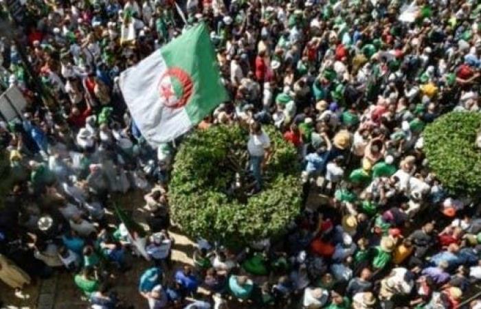 طلاب الجزائر يتظاهرون للأسبوع 26 على التوالي
