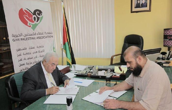فلسطين | عطاء فلسطين الخيرية وبلدية النصر يوقعان اتفاقية مشروع تحلية المياه