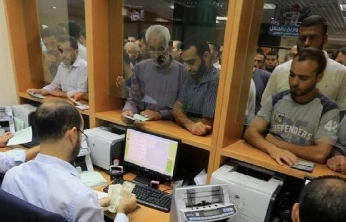 فلسطين   صرف رواتب موظفي غزة لجميع الفئات غدا الخميس