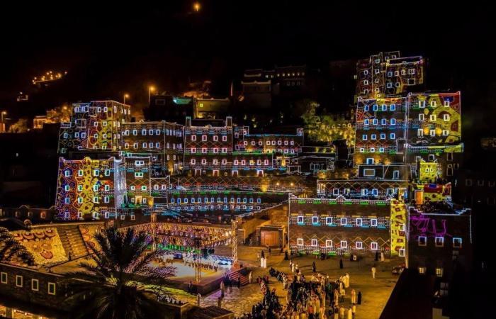 الخليح   الألوان تحول قرية سعودية إلى لوحة فنية عالمية