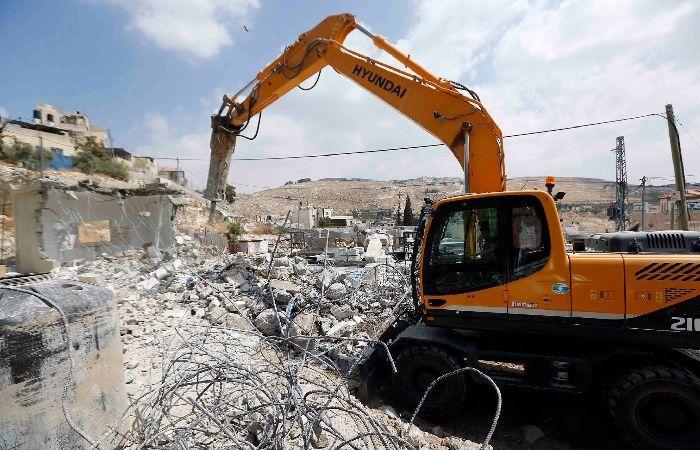 فلسطين | الاحتلال يهدم منزلا في بيت حنينا شمال القدس