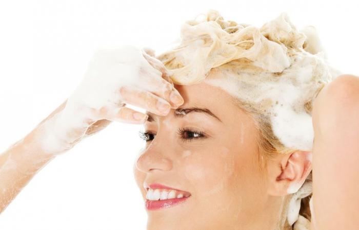 بالمايونيز والعسل فقط يعود شعرك التالف إلى طبيعته