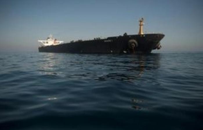 تعطل ناقلة نفط إيرانية في البحر الأحمر