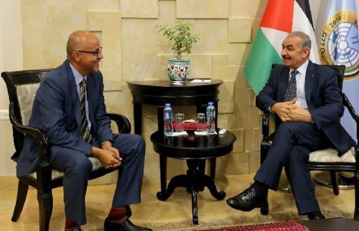 فلسطين | اشتية يستقبل ممثل UNDP في فلسطين لمناسبة انتهاء مهامه