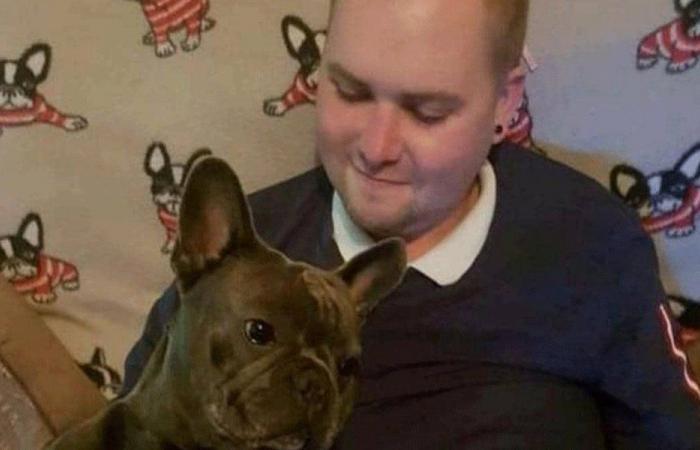 كلب لم يتحمل أن يفرقه المرض عن صاحبه.. وهذا ما حصل!
