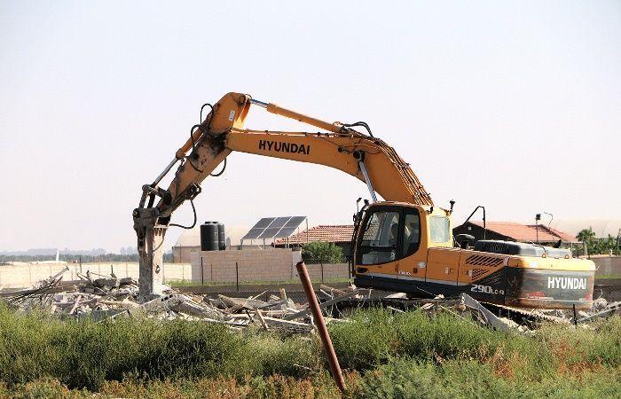 فلسطين | الاحتلال يهدم خزان مياه شرق طوباس