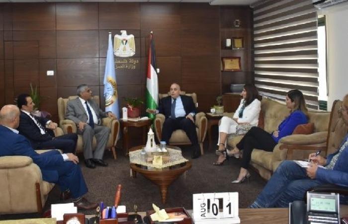 فلسطين | وزير العمل يبحث مع جمعية البنوك في فلسطين آفاق التعاون المشترك