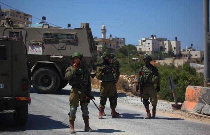 فلسطين   الاحتلال يتلف بسطات الباعة على معبر وادي الخليل