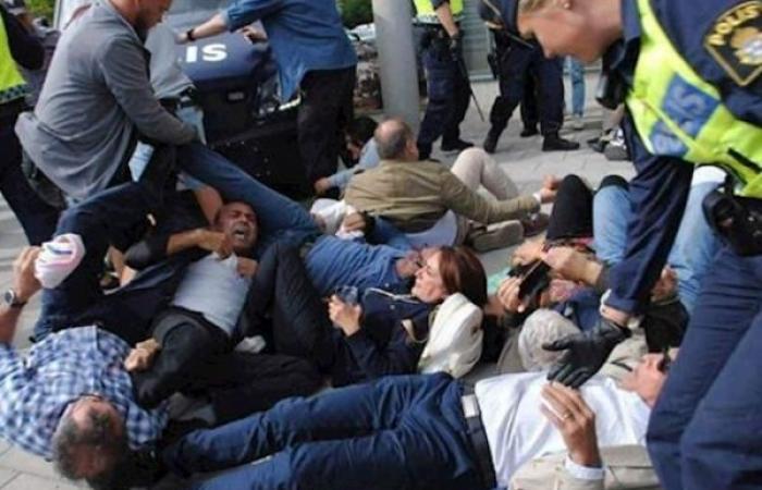 ظريف يهدّد المتظاهرين الإيرانيين ضده في ستوكهولم بالقتل
