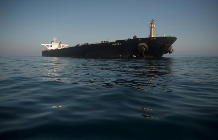 أثينا تؤكد أن ناقلة النفط الإيرانية لا تتجه إلى اليونان